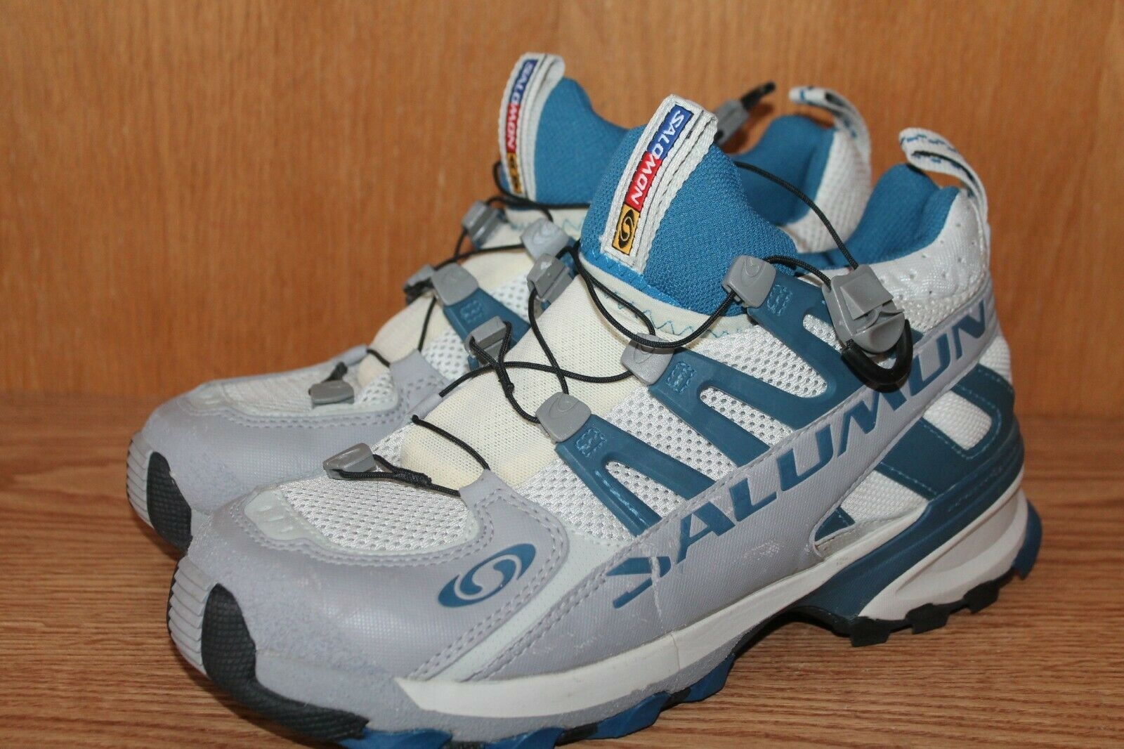 BARELY USED    BARELY USED    SALOMON Men's HIKING SHOES Size 8.5 Med  3