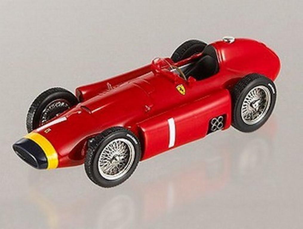 FERRARI F1 D50 J. M. FANGIO CAMPIONE DEL MONDO 1956 Hotwheels Elite rouge 1 43