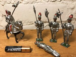 Vintage-Lead-Knights-amp-Soldiers-J-Hill-amp-Co-Made-in-England-Movable-Arms
