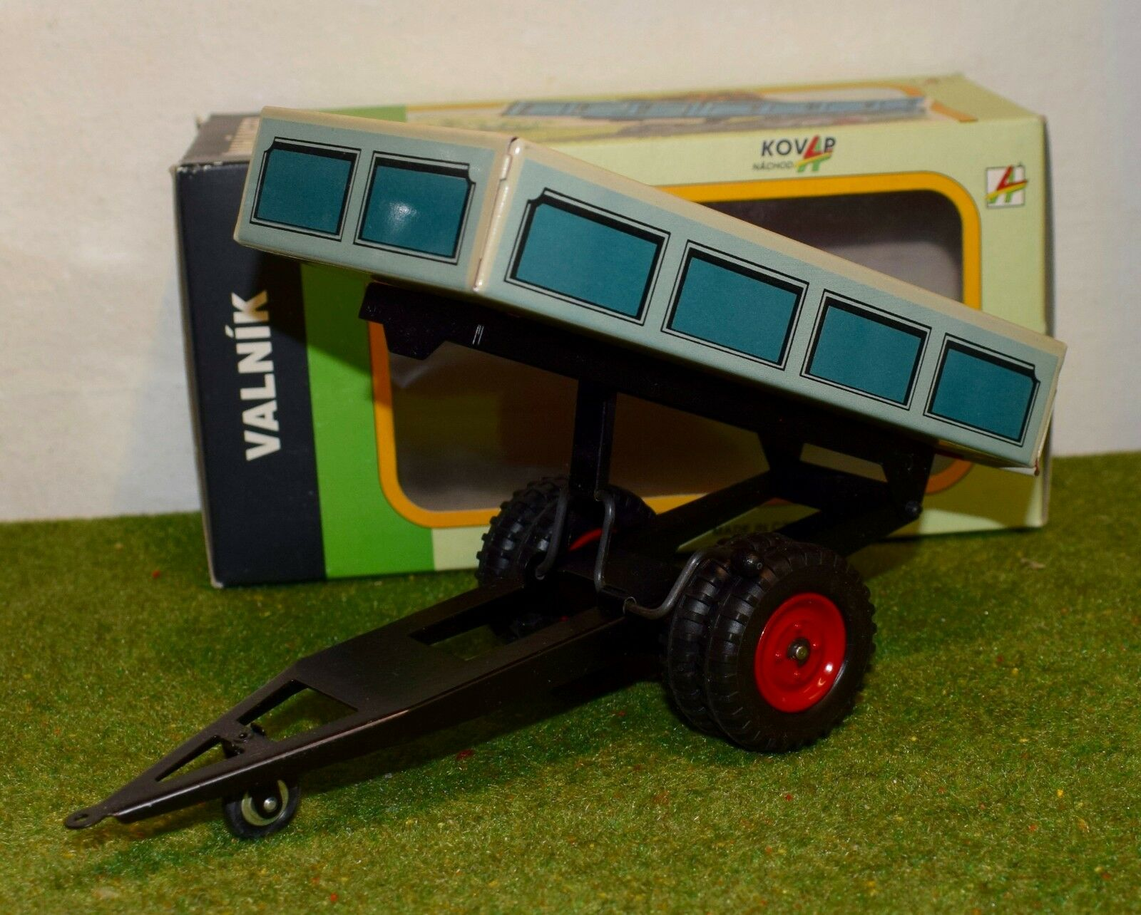 KOVAP 1 25 SCALE 0406 TRAILER TIPPER blueE & RED RED RED FARM TIN TOY ee5ab5