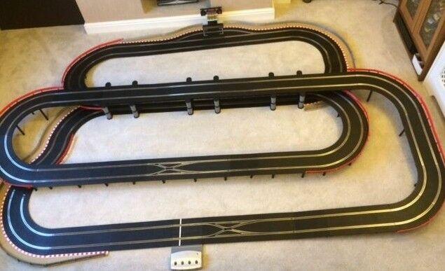 Scalextric Digital 3 niveau de la mise en page très long pont Pit Lane & GAME & 4 voitures