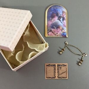 Cherub-angel-vintage-porcelain-Limoges-arched-rectangular-plaque-w-stand-amp-box