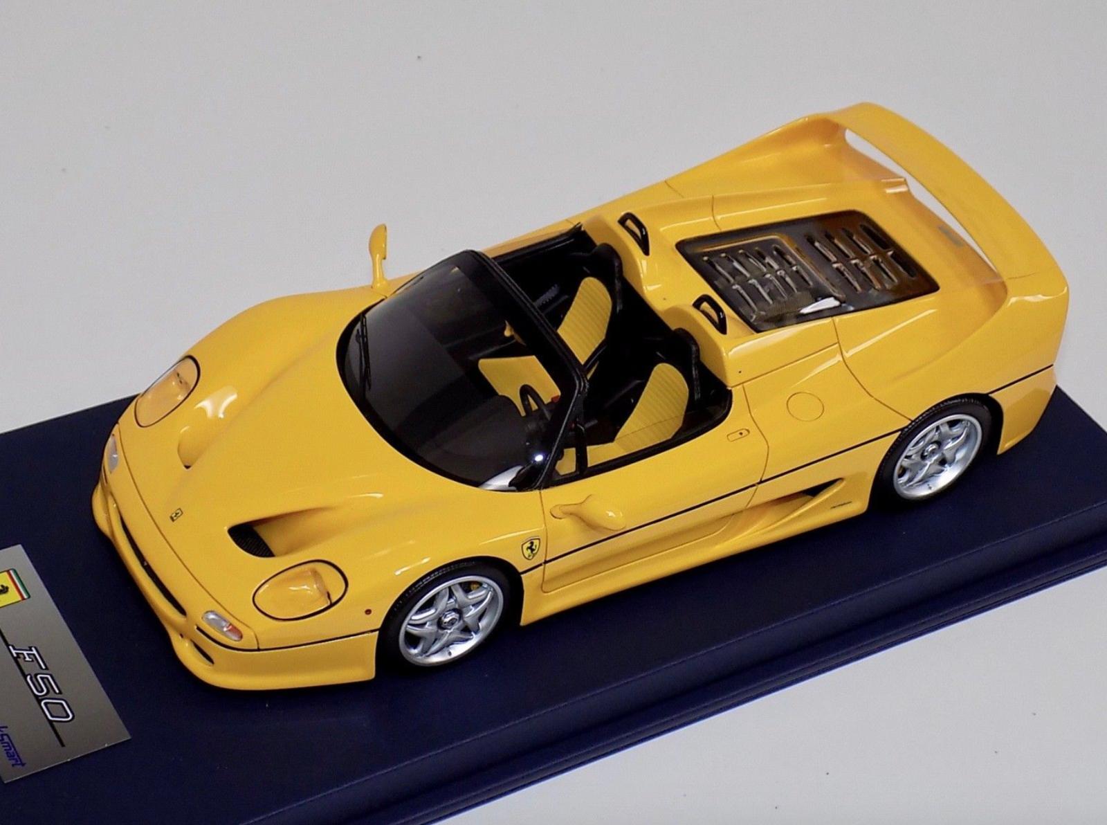 LookSmart señor Ferrari F50 Spider en amarillo en la base de cuero azul