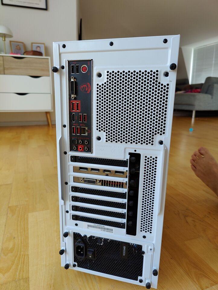 Gamingcomputer med lækkert ekstraudstyr