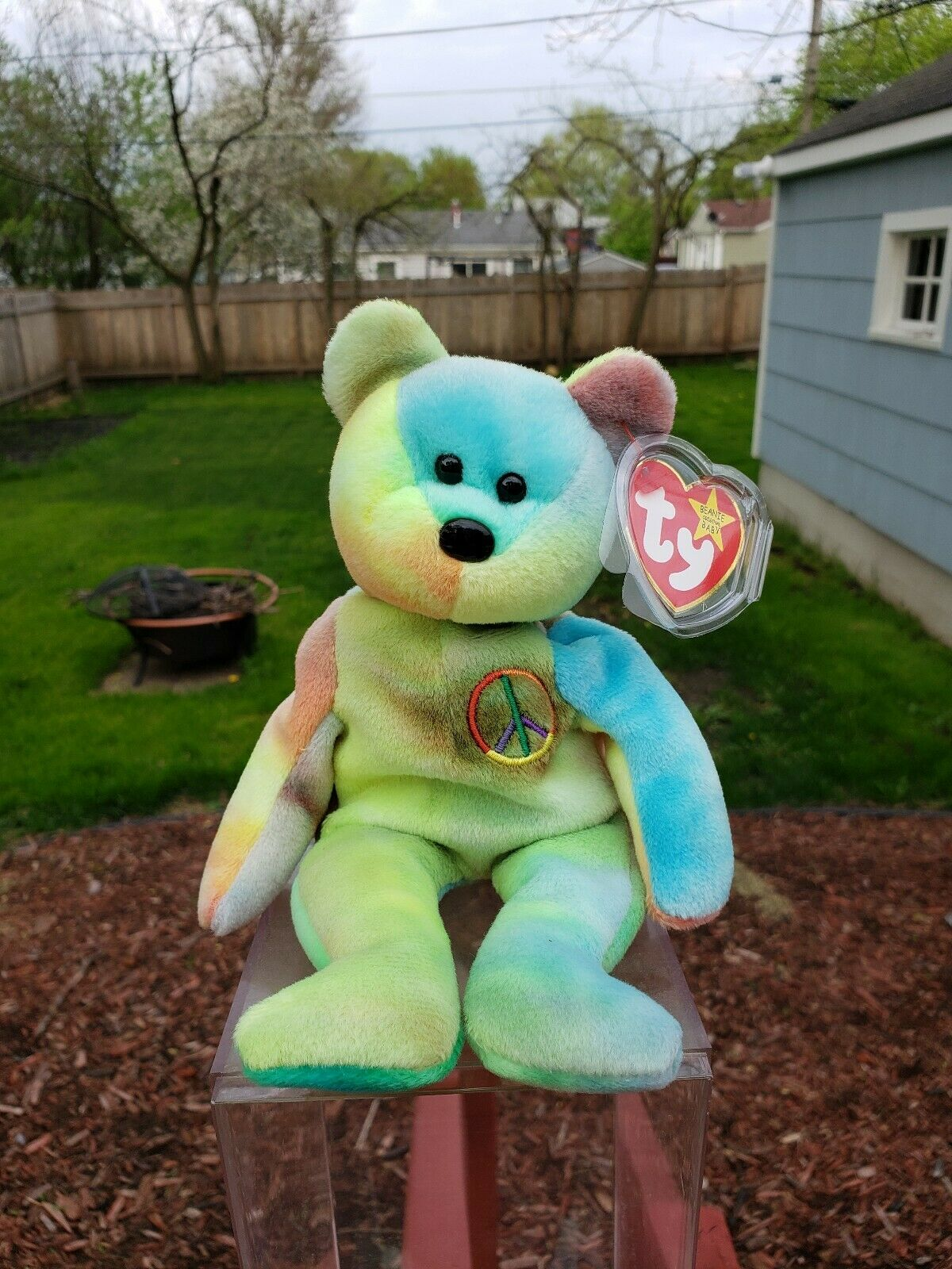 Ty  Peace  Beanie Baby in EXTREMELY MINT CONDITION