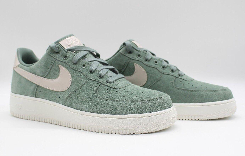 Nike men Air Force One Basse pelle Scamosciata Premium Identità green
