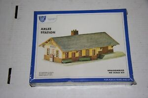 BUILDING-KIT-IHC-ARLEE-STATION-NEW-OLD-STOCK