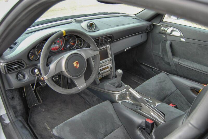 Porsche 911 GT2 Coupé - 8