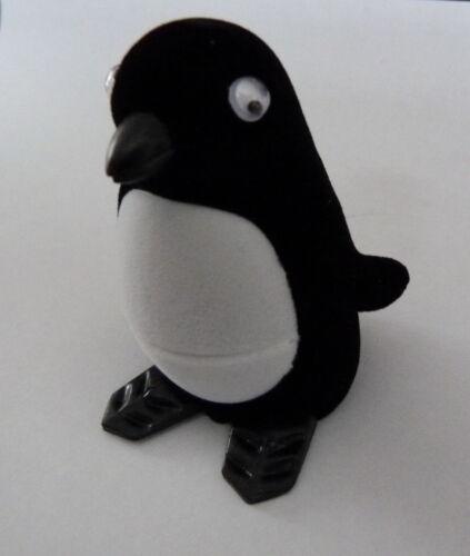 Blanco Y Negro Penguin Terciopelo Novedad Anillo pendiente Caja