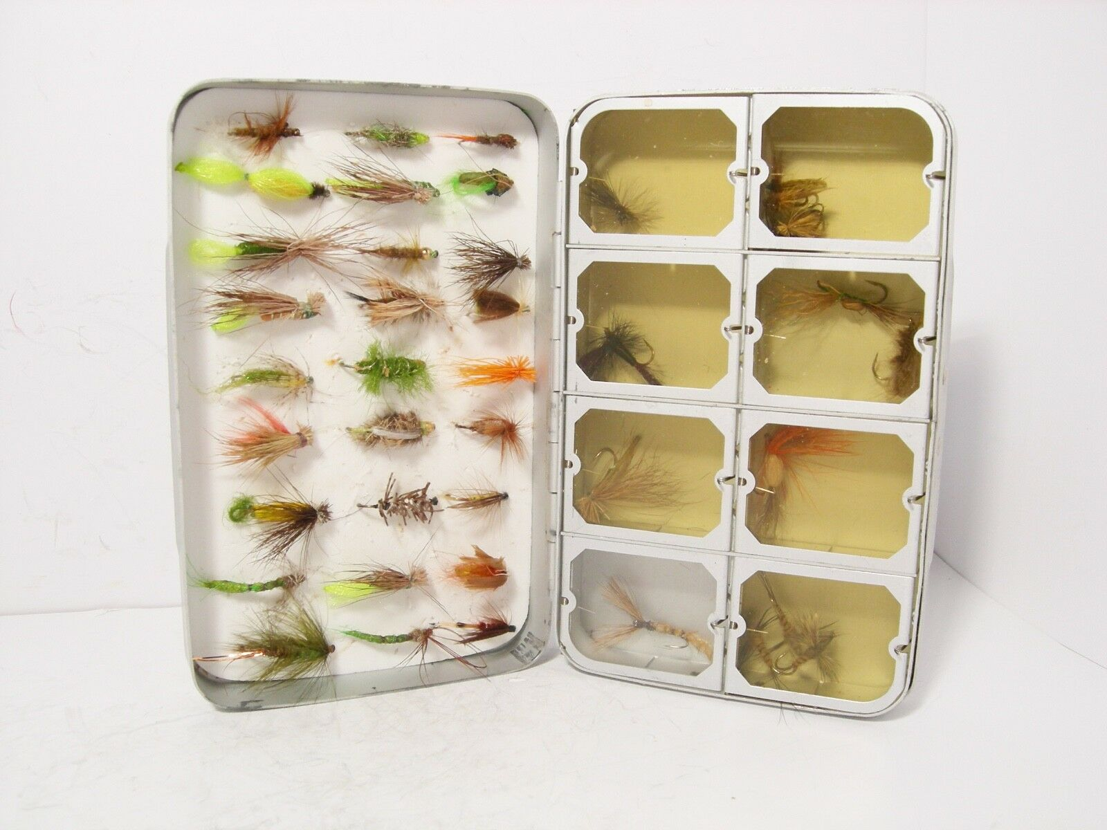 Vintage Okuma 8 x Compartment & Foam Lined Fly Box & Selection of Trout Flies
