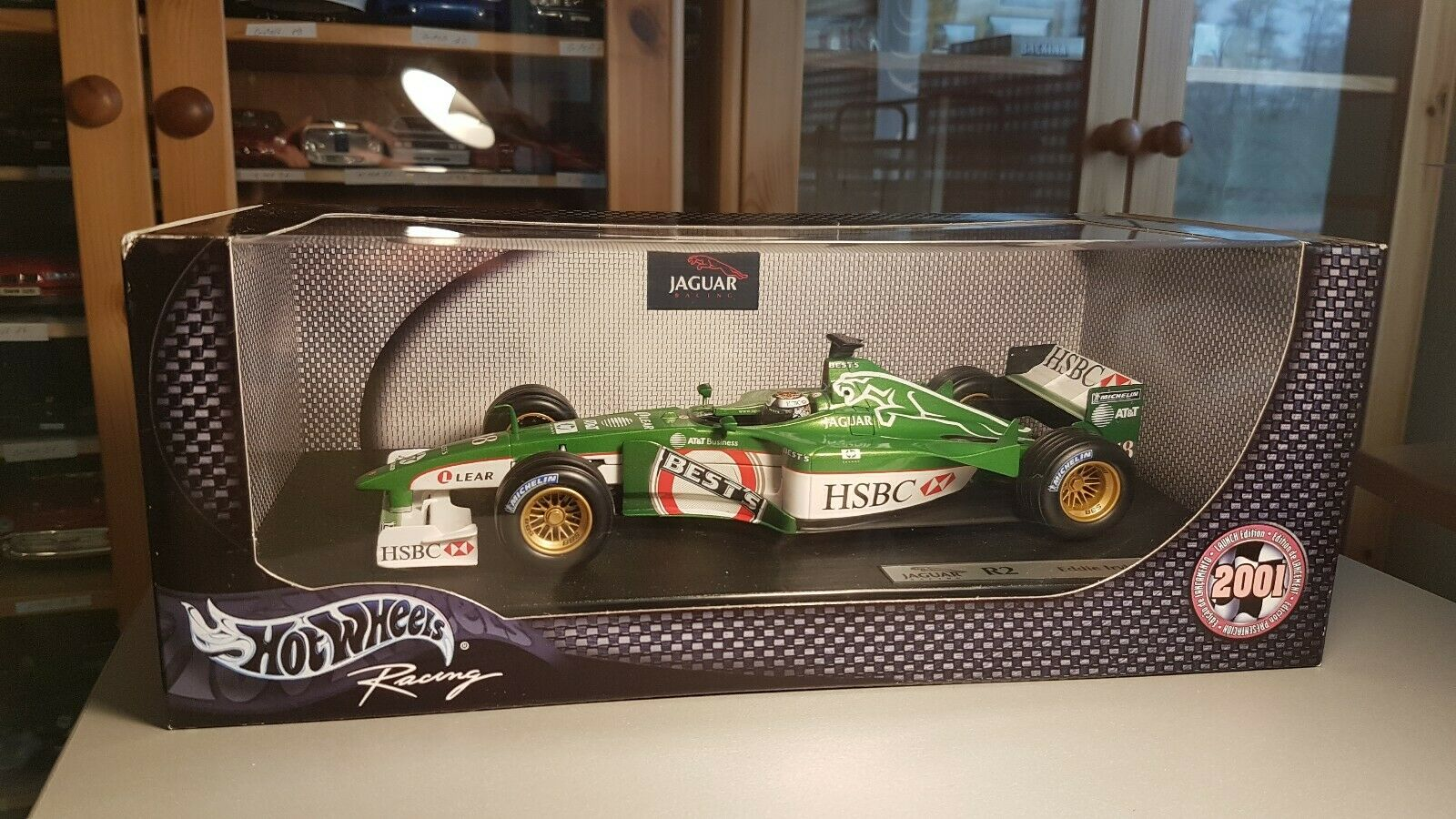 Hot Wheels 1 18  50173 Formel 1 2001 Jaguar R2 Eddie Irvine F1 Bolid  18 mit OVP