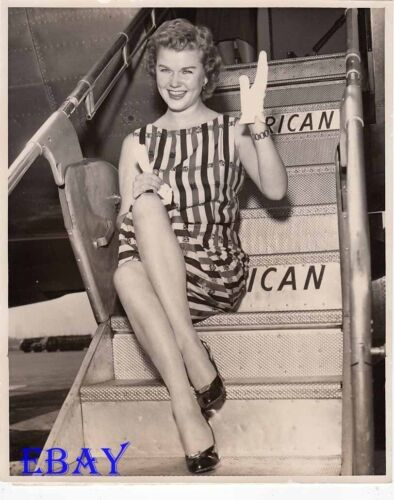 Martha Wright leggy candid VINTAGE Photo circa 1956 La Guardia Airport