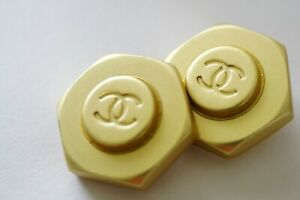 Price-for-2-Vintage-Chanel-buttons-metal-cc-logo-1-inch-24-mm