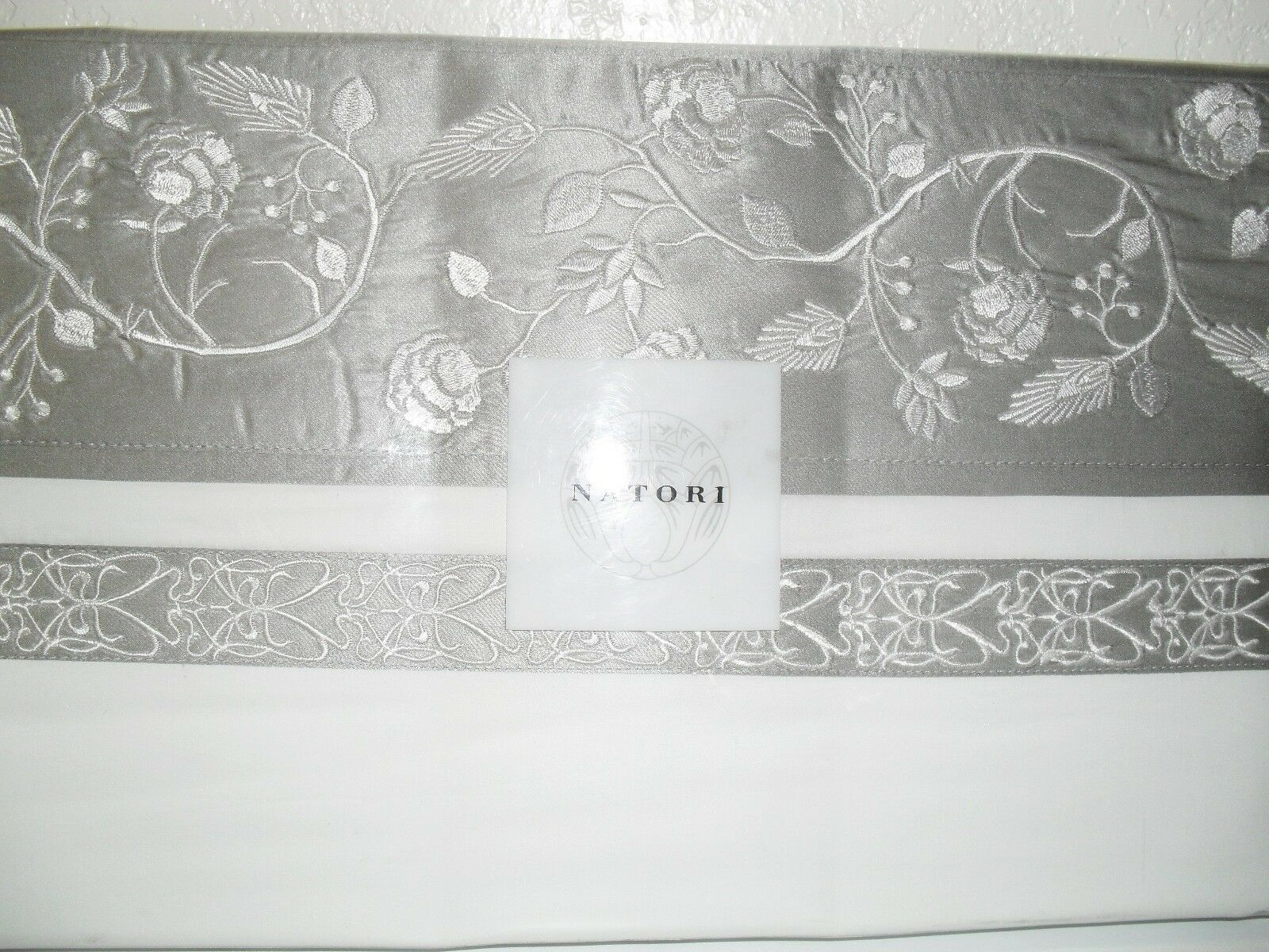 NATORI MADAME NING GREY EMBROIDERED QUEEN FLAT SHEET