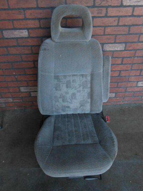 01 2001 Pontiac Montana Venture Silhouette Front Right