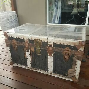 COLLECTOR-TRUNK-COFFEE-TABLE-FROM-MOVIE-PIRATES-OF-THE-CARIBBEAN-UNIQUE-PIECE