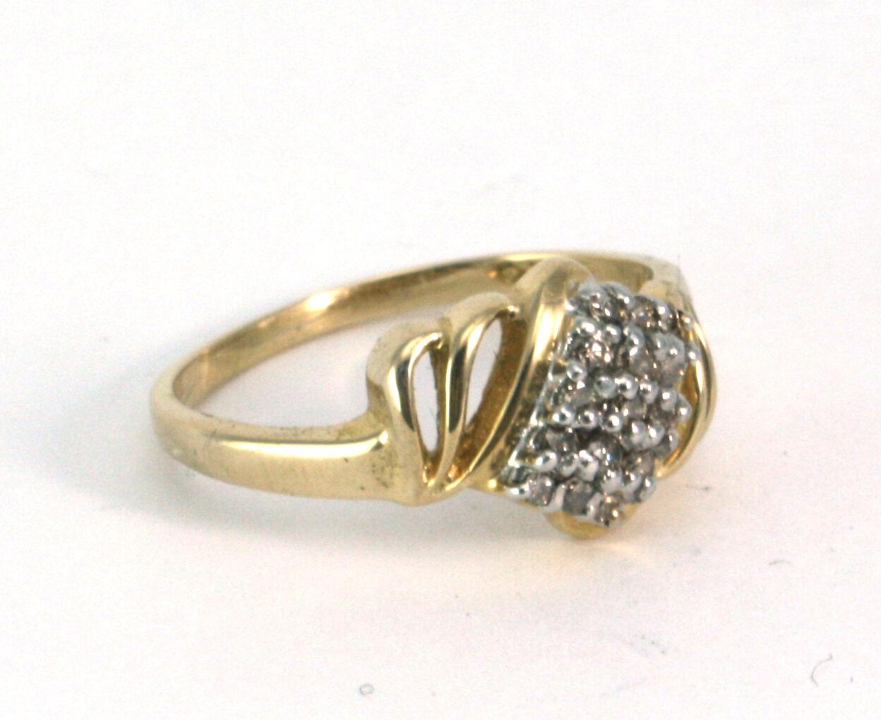 14K Yellow gold Cluster Diamond Ring for women 2.5 g, ring size 6