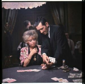 The Cincinnati Enfant Joan Blondell Portant Sur Poker Cartes Original