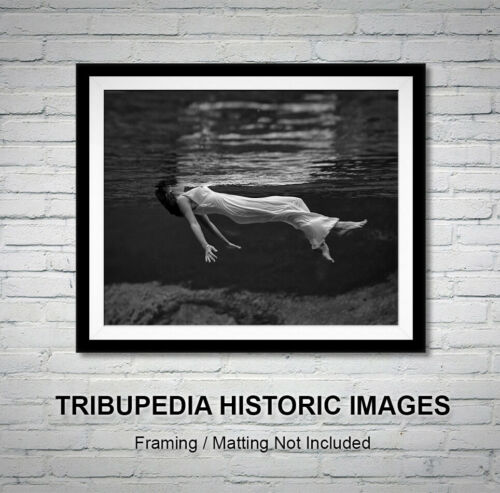 1947 Photo FLOATING WOMAN Toni Frissell WEEKI WACHEE Vintage LADY IN THE WATER