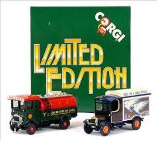 CORGI D9 1 SHELL Tanker & Van D17 1 SHELL box vans diecast models 2 piece sets