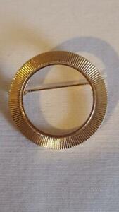 1-034-VINTAGE-PALE-GOLDTONE-GROOVED-OPEN-CIRCLE-SCARF-BROOCH-PIN-75-034-INSIDE-DIAMETER