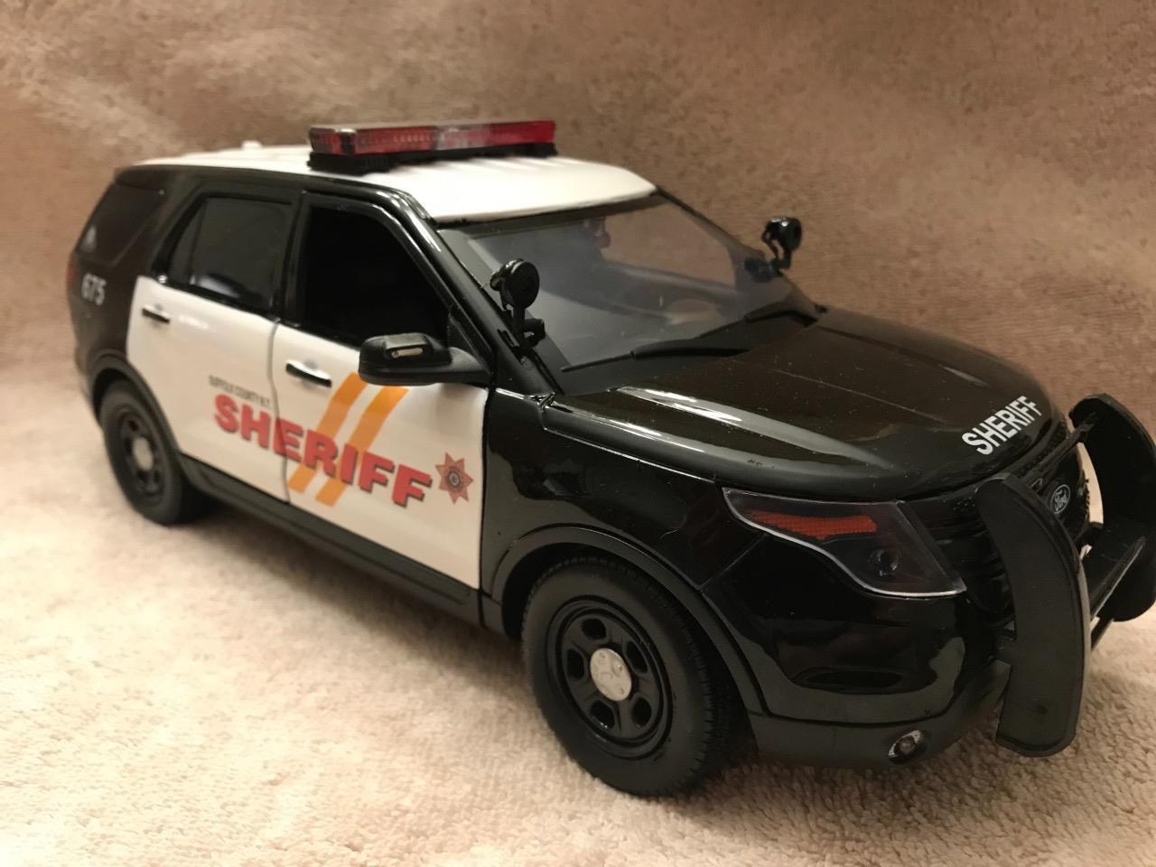 1/18 escala Diecast Suffolk país New York Sheriff Ford Sport Utility Vehicle con luces y sirena en funcionamiento