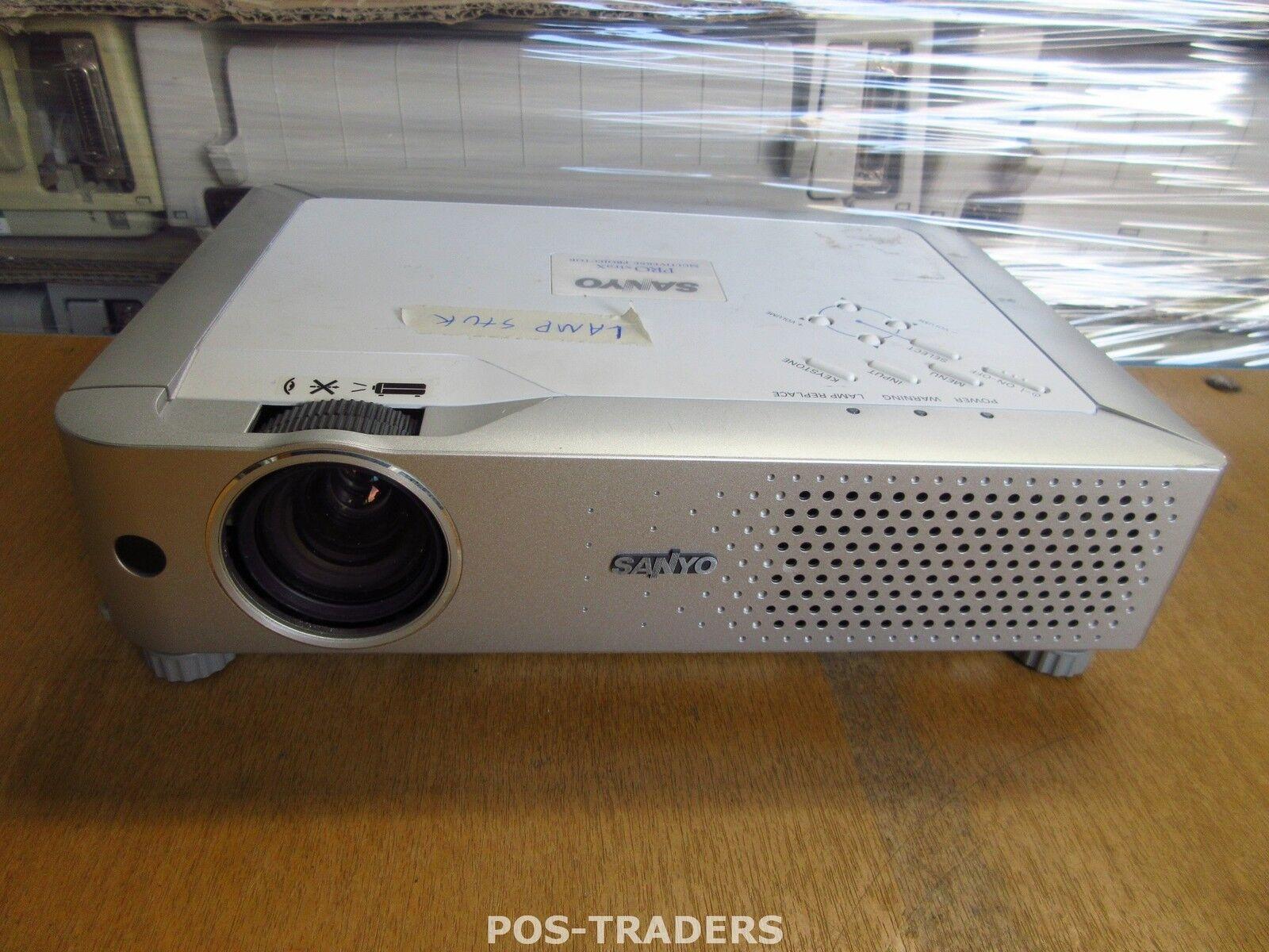 Sanyo PLC-XU74 Projector Beamer Beamer Beamer 2500 LUMENS XGA Excl Remote LAMP DEFECT 003155