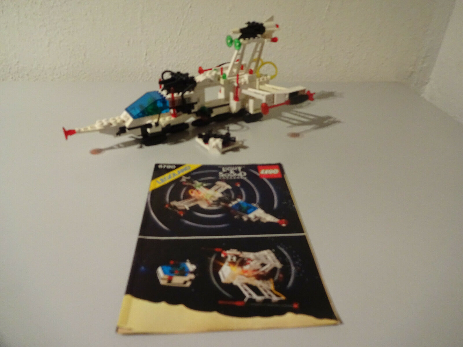 (Go) Lego 6780 Xt-Starship with Ba 100% complete with Light & Sound Used