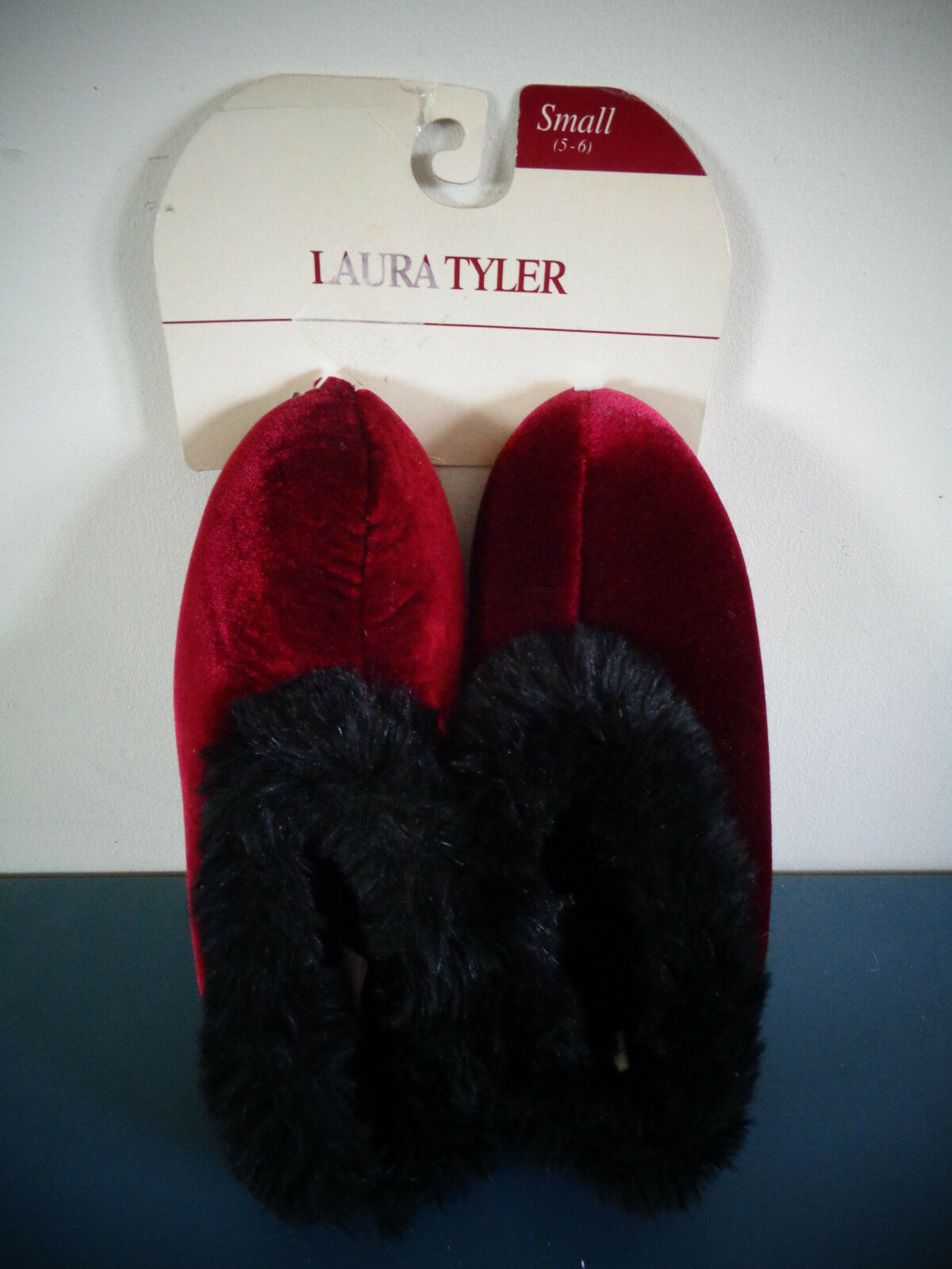 LAURA TYLER BURGUNDY BLACK FAUX FUR SLIPPERS WOMEN'S S 5-6