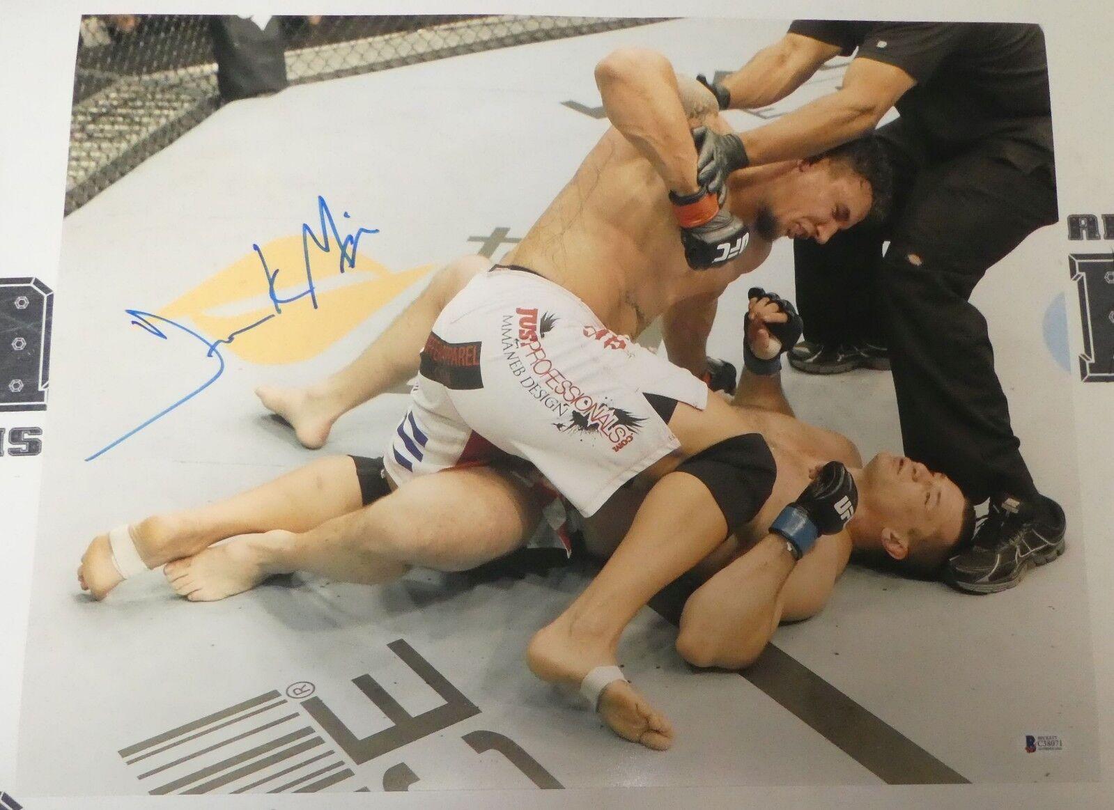 Frank Mir Firmado 16x20 Foto Bas Beckett COA UFC 119 Ko vs Mirko Cro Cop Foto
