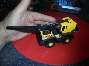 Ancien-Petit-Camion-en-Tole-amp-Plastique-TONKA-10-5cm-Camion-Grue-1998