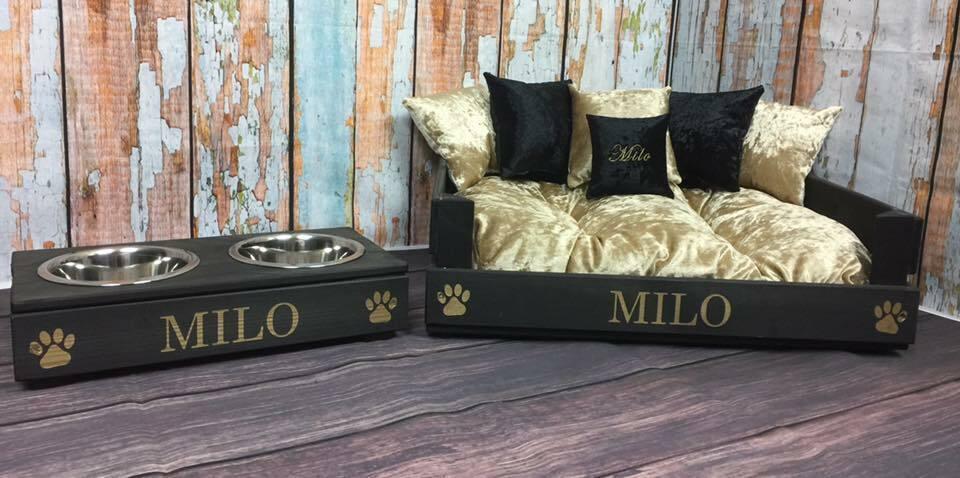 buon prezzo Personalizzato (M) nero nero nero e oro Gatto Bed & Piccole Ciotole Set + Cuscino Ricamato  tutti i prodotti ottengono fino al 34% di sconto