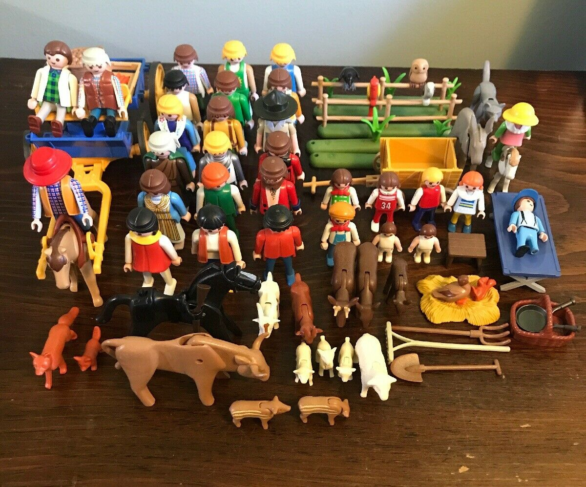 Lot (76 Pieces)  Playmobil cifras, Props, Animals - Great Condition - MOSLY FARM  caldo
