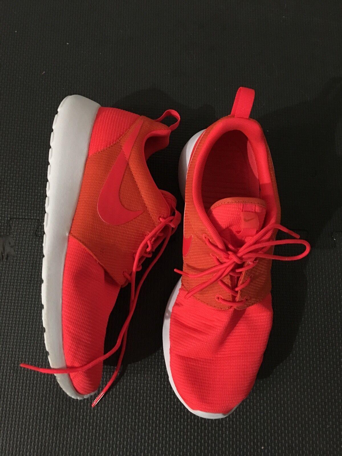 Nike Uomo Rosche Orange Sneaker, Size 9.5