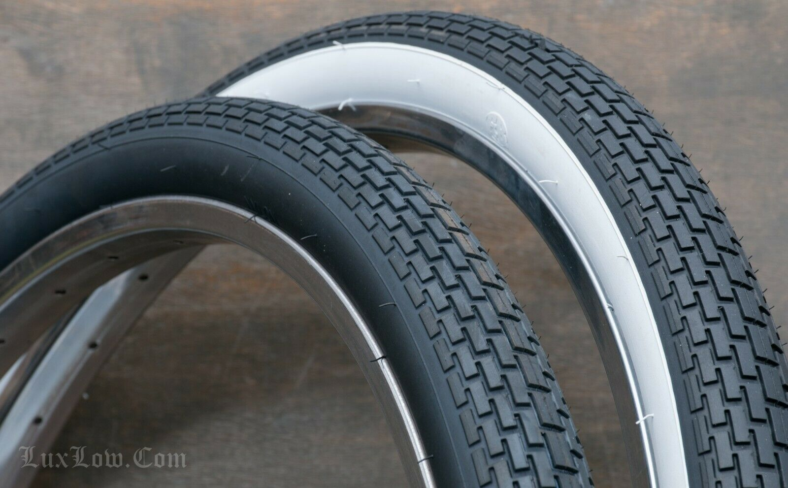"""Classic Tread Bike Tires 26/"""" x 2 x 1-3//4 S7 W//W SCHWINN Fleet Corvette Typhoon"""