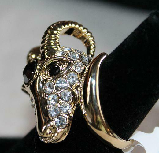 Off Park Collection  CRYSTAL RAM'S HEAD RING   Sz. 6    AMAZING