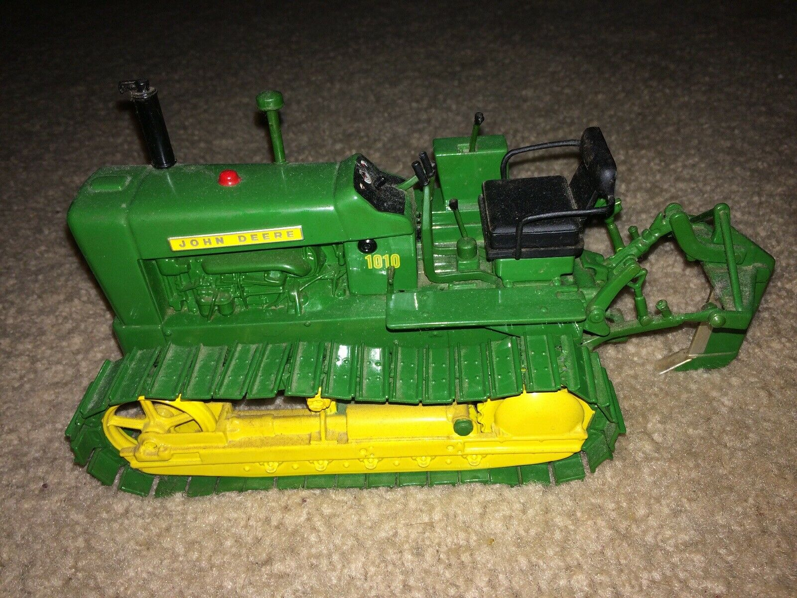 1 16 ERTL JOHN DEERE 1010 CRAWLER WITH RIPPER  2002 PLOW CITY FARM TOY SHOW