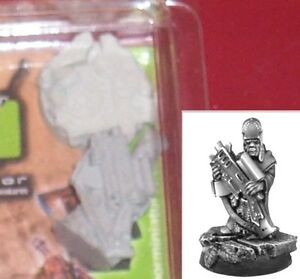 Scibor-28SF0010-Servant-with-Gun-1-28mm-Sci-Fi-Miniature-Gothic-Servitor-NIB