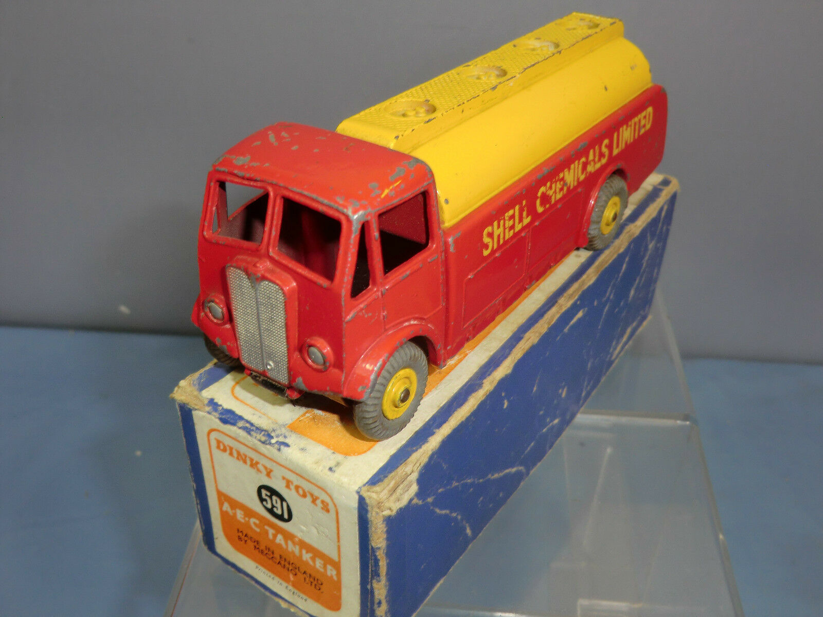 DINKY SpielzeugS Modelll No.591 A.E.C TANKER  SHELL CHEMICAL   VN MIB
