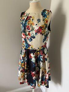 Nuevo-SIN-ETIQUETAS-Modcloth-Armario-Fit-amp-Flare-Brillante-Estampado-Floral-Vestido-Plisado-Tanque