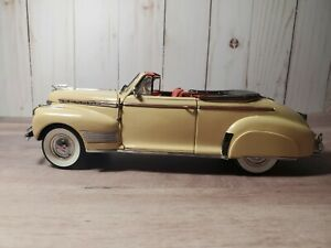Danbury-Mint-1941-Chevy-Special-Deluxe-Convertible-1-24-Scale-Diecast-Model-Car