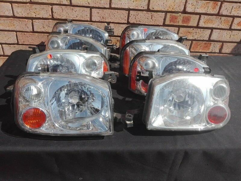 Nissan Np300 Harbody Headlight