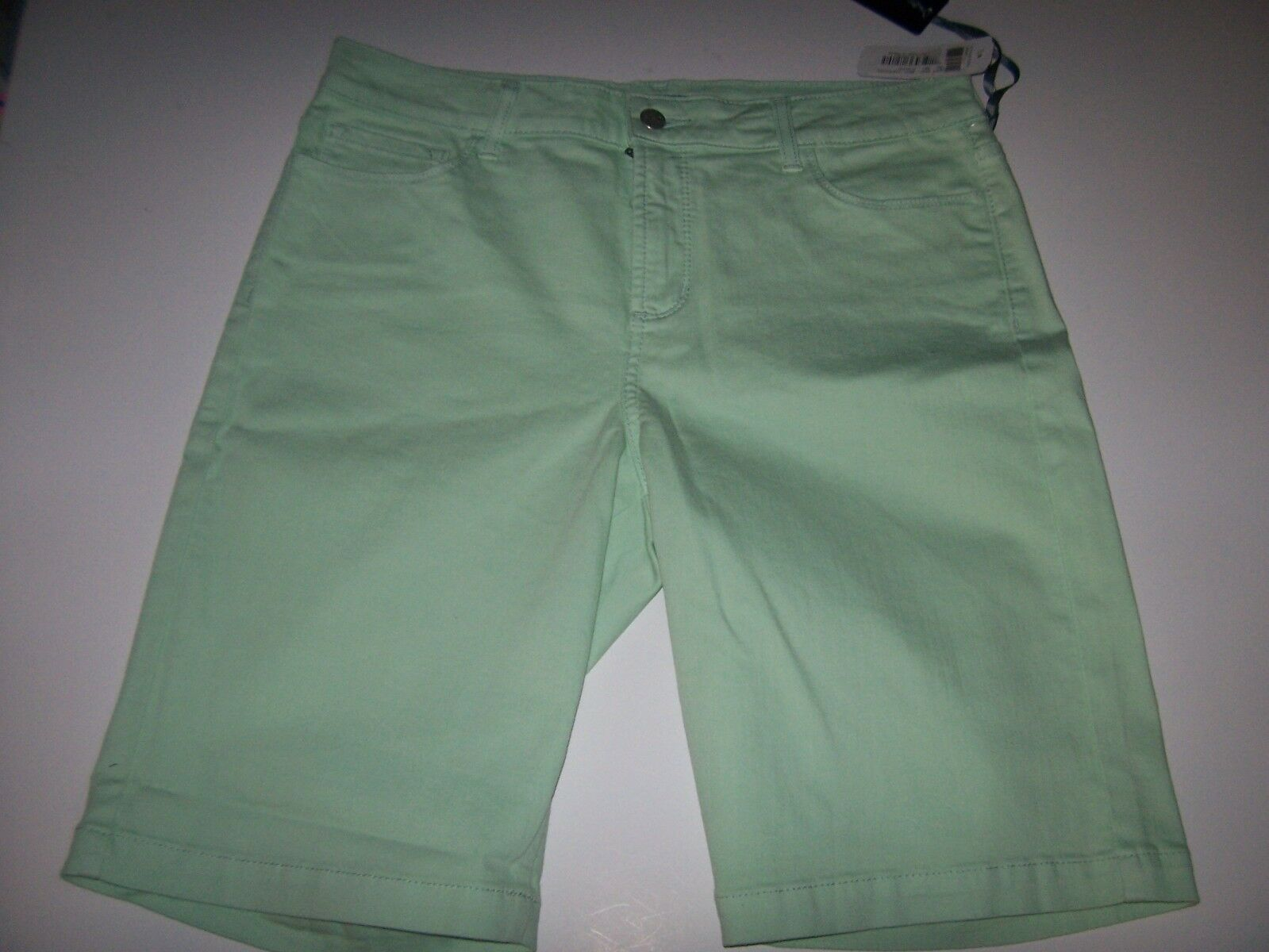 NYDJ Not Your Daughters Jeans Helen Spearmint light mint green bermuda shorts 6