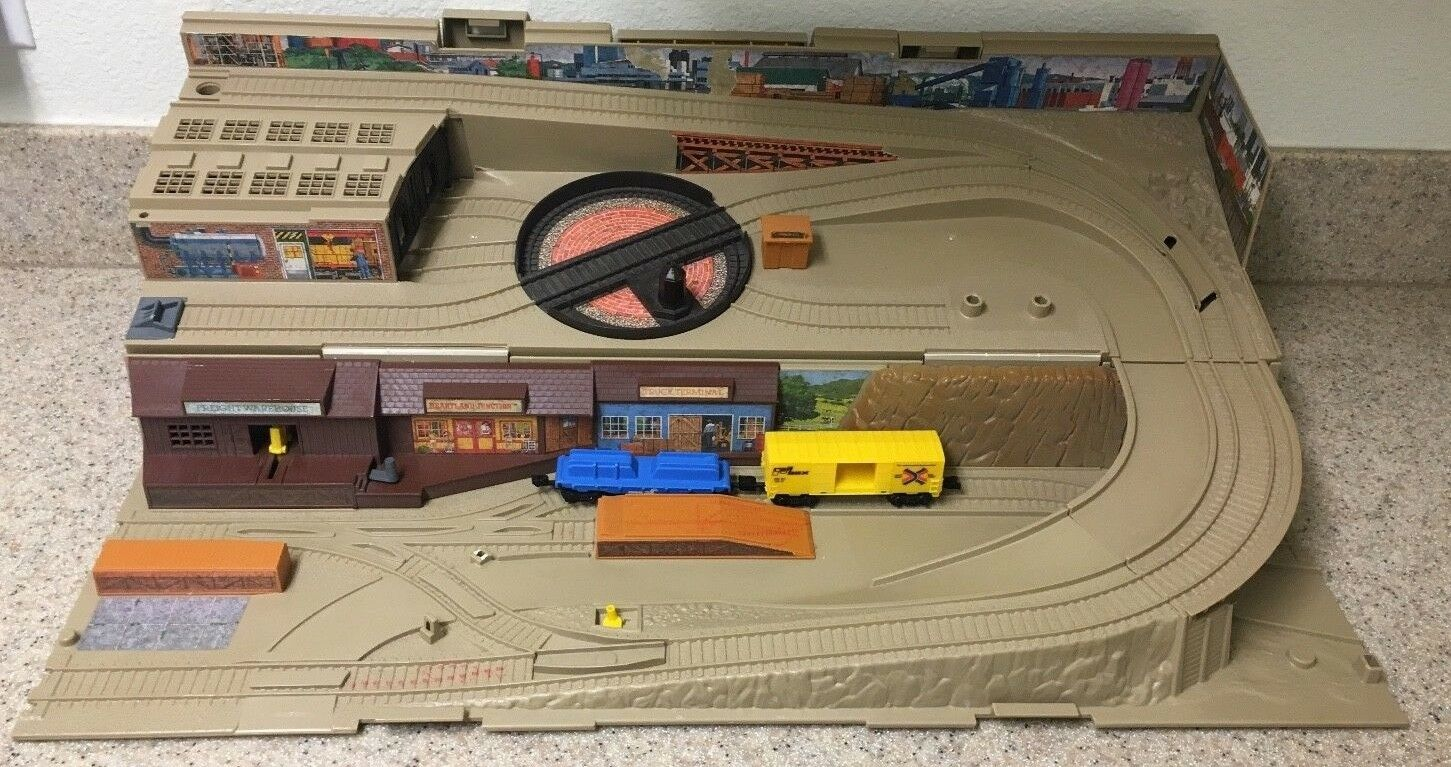 Jahrgang 1983 hot wheels zug den hof playset station