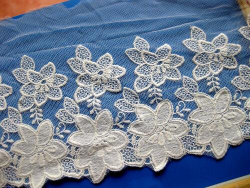 14 cm breit  S47 Muster 5 Feine Spitze mit Stickerei,creme
