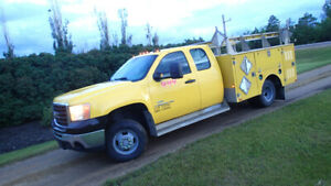 2007.5 GMC 3500HD 4x4 Service Truck with hyd. tailgate