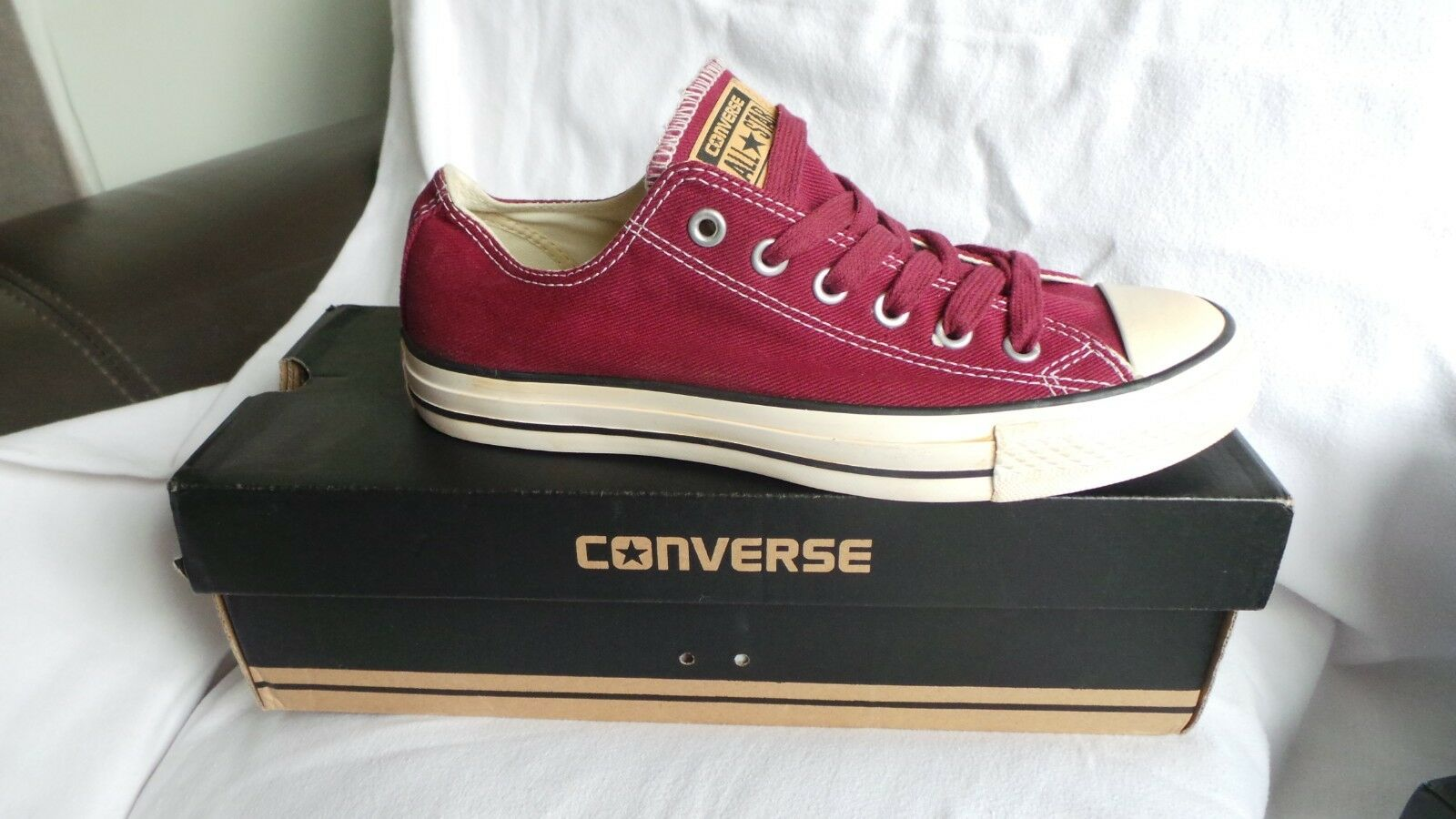Brand New in Box Converse Chuck Taylor All Star Ox Baskets Taille 7 EU40 Bourgogne
