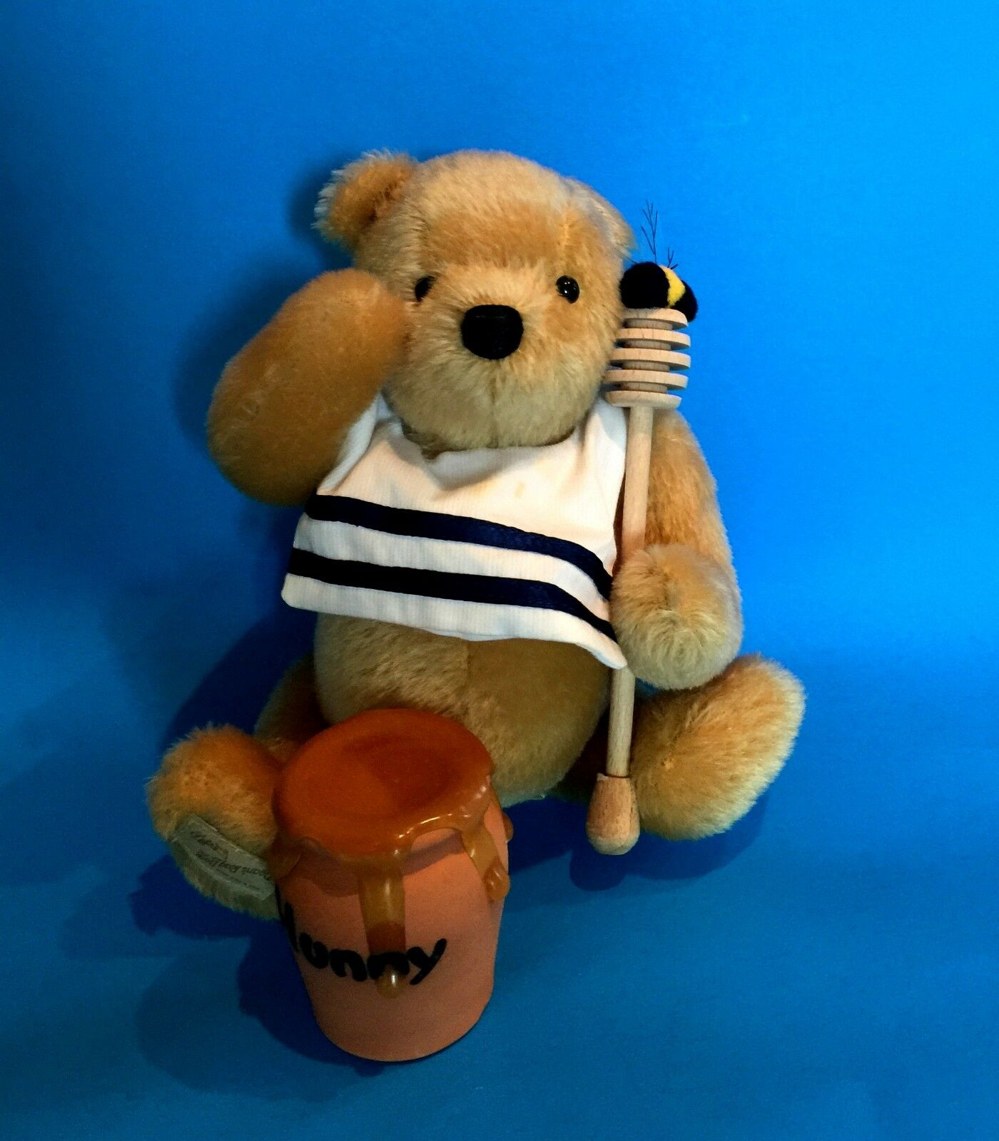 DEAN'S  RUMBLY IN MY TUMMY  MUSICAL POOH EXCLUSIVE FOR THEODORE'S BEAR EMPORIUM