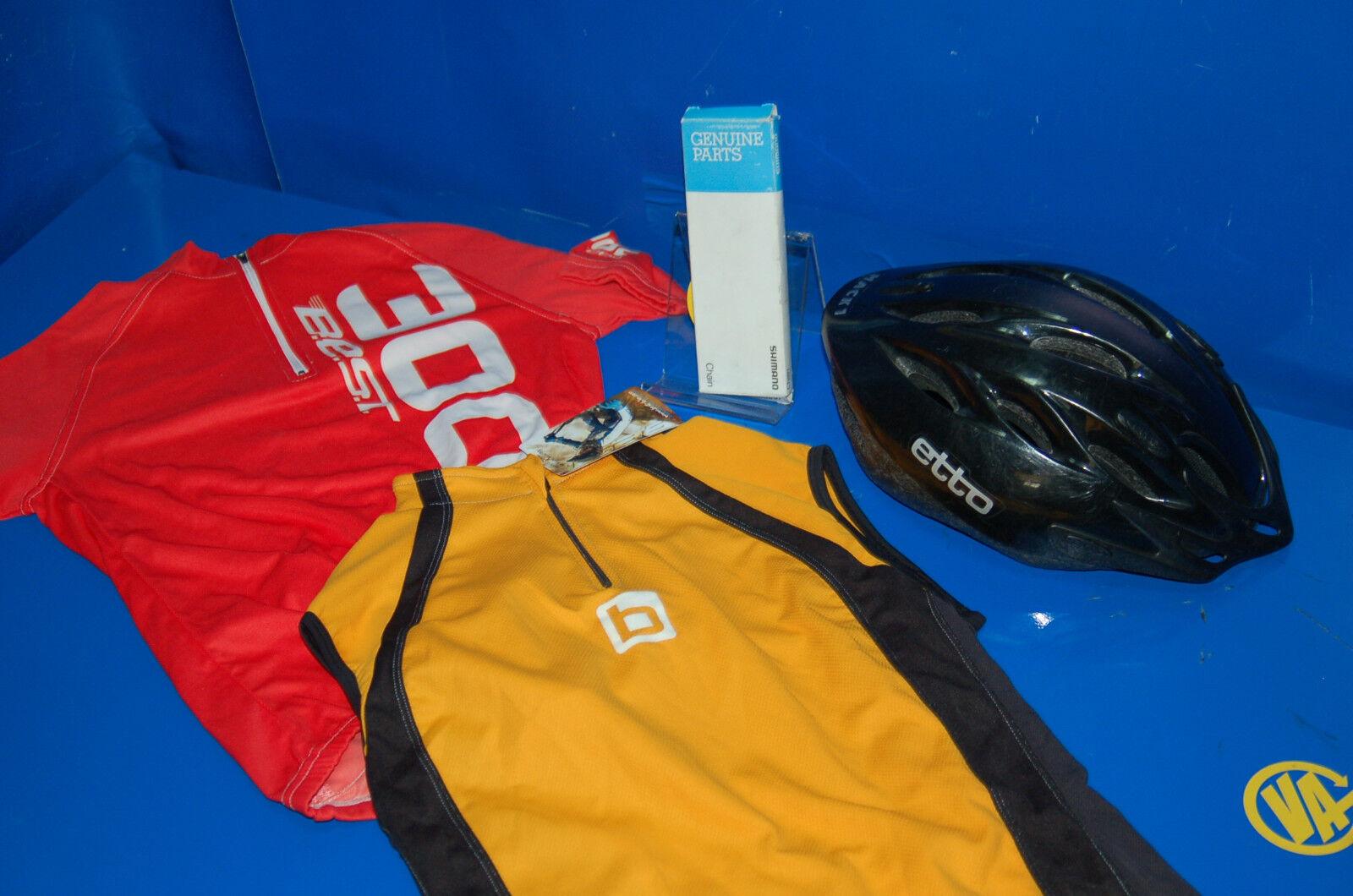 Lot cycliste bonne etat 2 maillots de + una chaîne Shimano neuf + un casque