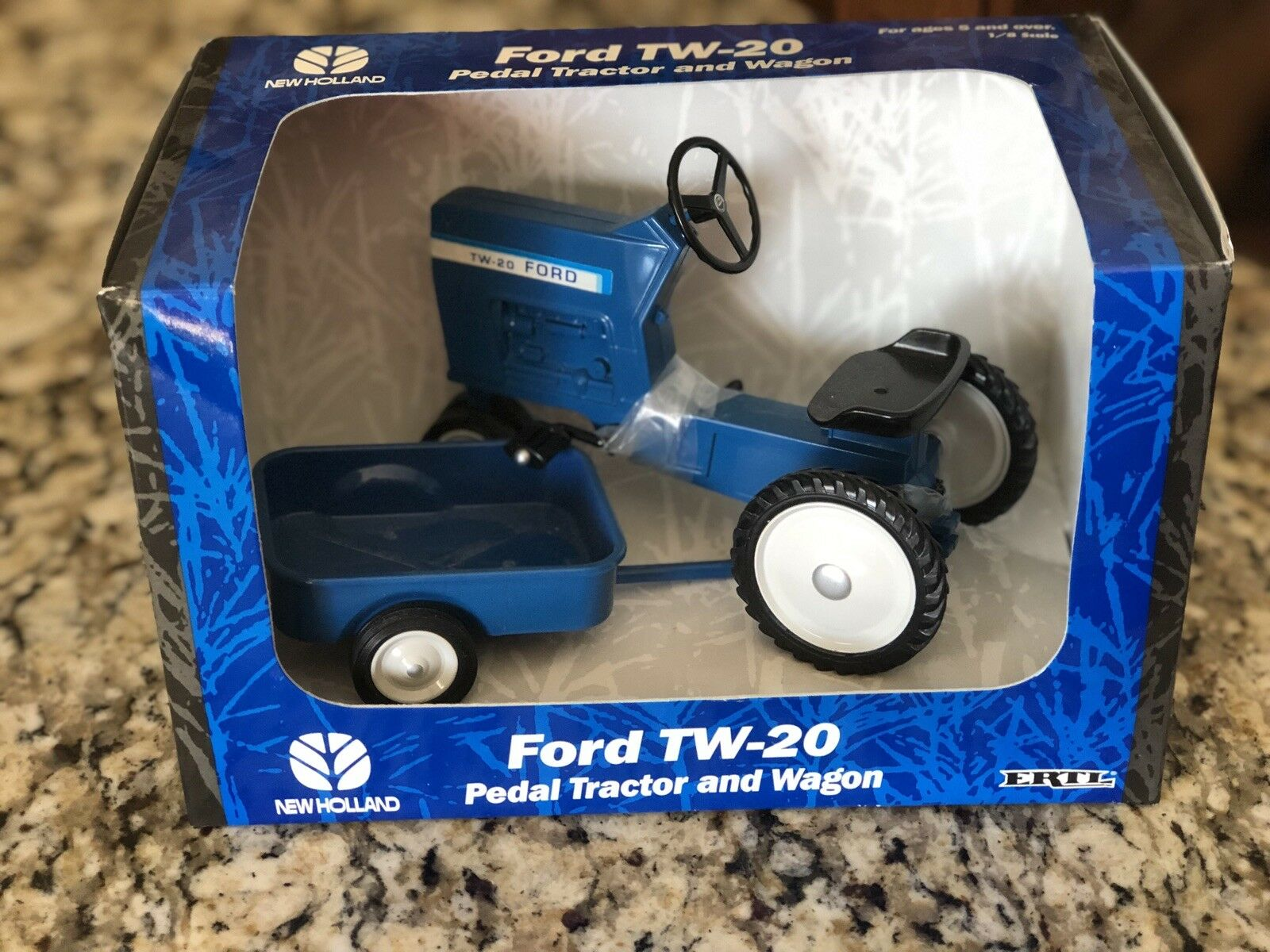 ERTL FORD NEW HOLLAND DIE CAST TW-20 PEDAL TRACTOR & WAGON 1 8 scale